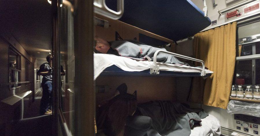 Reisende haben es sich im Nachtzug der Österreichischen Bundesbahnen auf der Fahrt von Zürich nach Hamburg bequem gemacht. Wie ausgelastet wäre eine Verbindung nach Spanien?