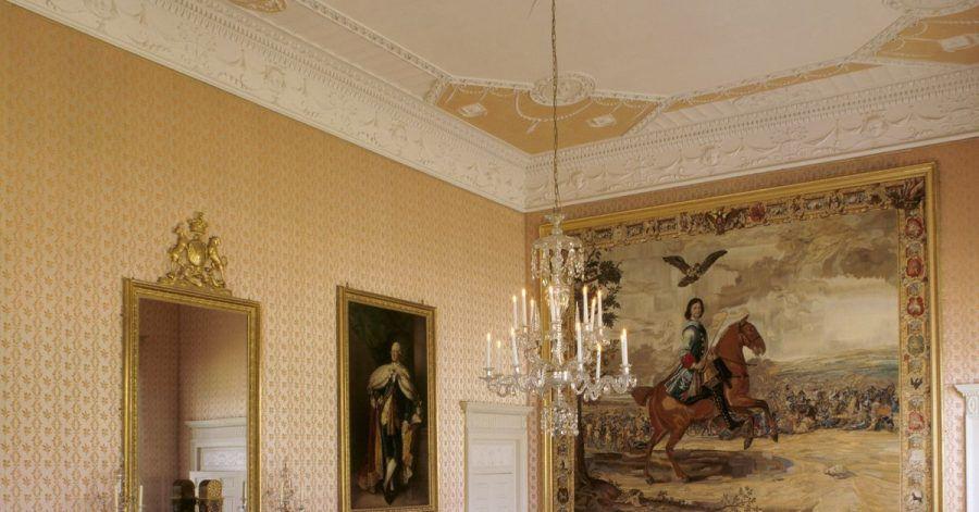 Der Wandteppich von Peter dem Großen, der 1709 über die Schweden triumphierte, im ostenglischen Herrenhaus Blickling Hall muss nun vor Kleidermotten geschützt werden.