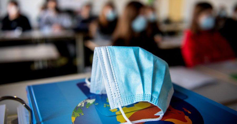 Wenn in einigen Bundesländern die Schulen schrittweise wieder öffnen, besteht für die Schülerinnen und Schüler zum Schutz vor dem Coronavirus oft auch Maskenpflicht.