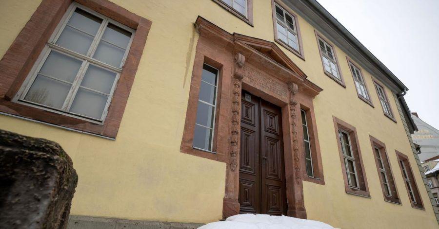 Die Klassik Stiftung Weimar will ab 2026 Goethes Wohnhaus sanieren. Zuvor soll das Haus aber bis einschließlich des Goethe-Jubiläumsjahrs 2025 noch geöffnet bleiben.