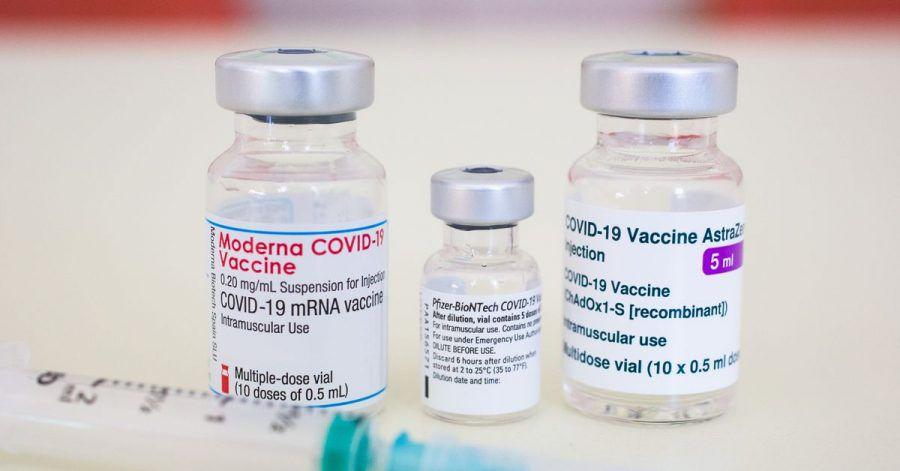 Gerade bei jüngeren Menschen können Impfreaktionen deutlicher ausfallen. Der derzeitige Fokus auf Astrazeneca-Nebenwirkungen kann also auch mit den jüngeren, berufstätigen Impflingen zu tun haben.