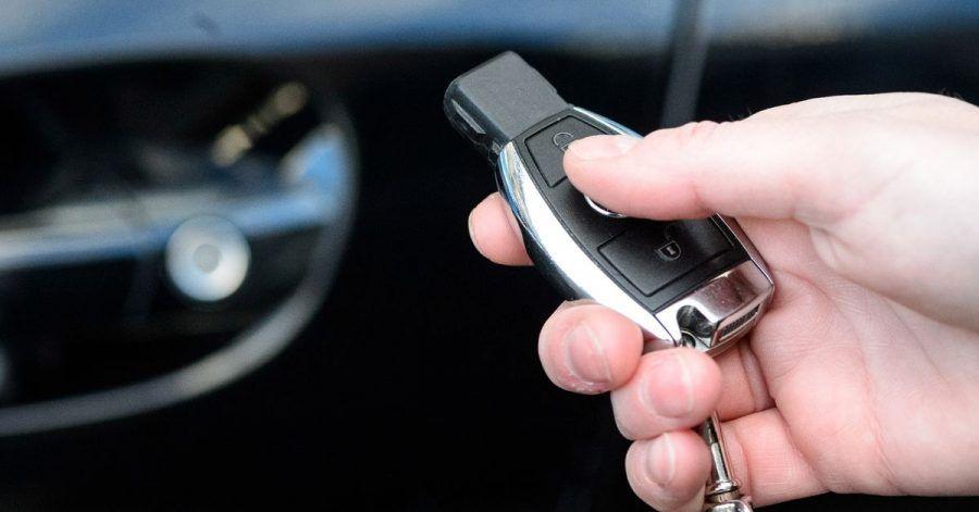Abschließen und ab in den Briefkasten der Autowerkstatt: Verschaffen sich Diebe aber Zugang zum Schlüssel, kann das zu Ärger mit der Versicherung führen, wenn das Auto geklaut wurde.