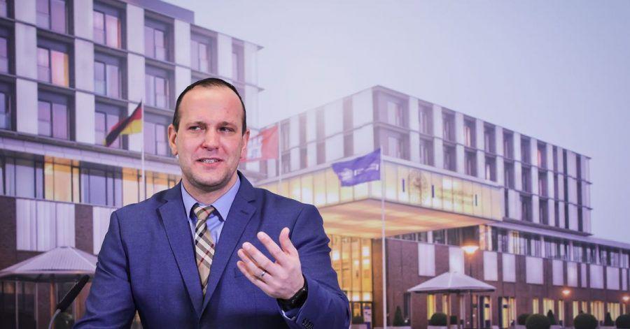Benjamin Ondruschka, Leiter der Rechtsmedizin am UKE in Hamburg, stellt die Studie zu den Corona-Toten vor.