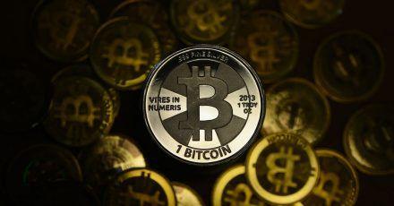 Viele vergleichen den Bitcoin mit Gold - Experten sind aber noch uneinig, ob Krytpowährungen und Edelmetalle tatsächlich die gleichen Eigenschaften auf den Finanzmärkten haben.