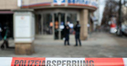 Auf dem Berliner Kurfürstendamm ist ein Geldtransporter überfallen worden. Mehrere Täter sind geflüchtet, zwei Wachleute sollen verletzt worden sein.