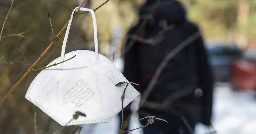 Eine kurze Begegnung mit Menschen an der frischen Luft ohne Maske halten Experten für ungefährlich.