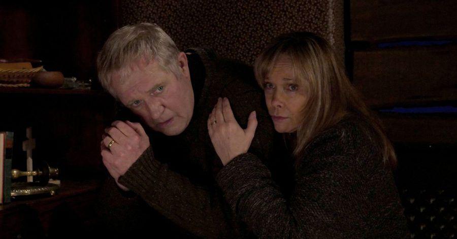Pfarrer Manfred Bahnert (Harald Krassnitzer) und seine Frau Claudia (Ann-Kathrin Kramer) geraten in die Gewalt von brutalen Gefängnisausbrechern.