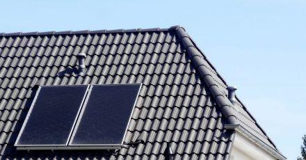 Sollten die Erträge der Solarkollektoren nach dem Winter niedriger sein, könnte das an möglichen Schäden der Solarthermieanlage liegen.