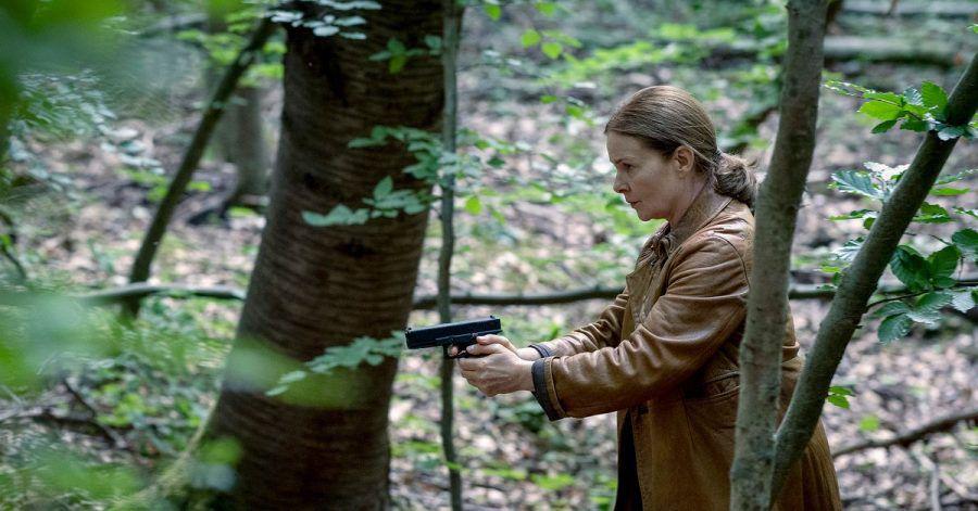 """Anne Marie Fuchs (Lina Wendel) in einer Szene aus """"Die Füchsin - Treibjagd""""."""