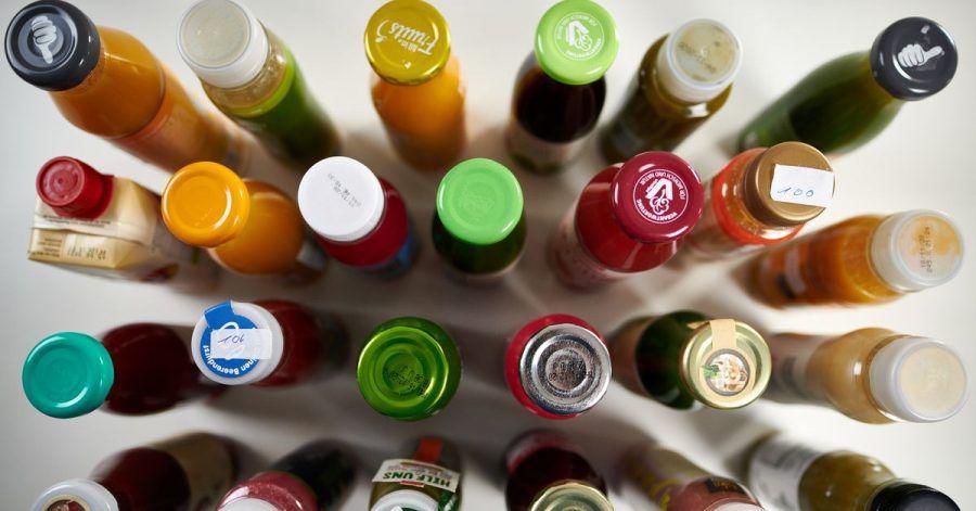 Laut Stiftung Warentest trinkt fast jeder Zweite einen Smoothie, um seiner Gesundheit etwas Gutes zu tun. Die flüssigen Snacks enthalten aber auch viel Zucker.