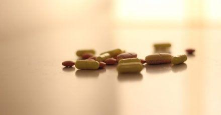 Massenhafter Einsatz von Antibiotikum hat eine Kehrseite: die Entwicklung und Ausbreitung von Resistenzen bei Bakterien.