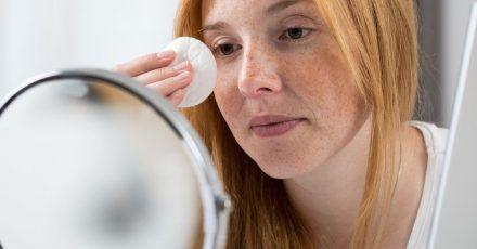 Mizellenwasser sollen das Make-up ohne großes Rubbeln und Reiben entfernen können.