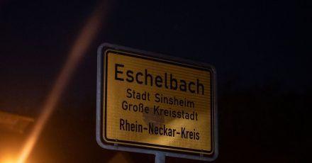 Ein 13-jähriger Junge ist an einem Waldrand bei Bei Sinsheim-Eschelbach tot gefunden worden.