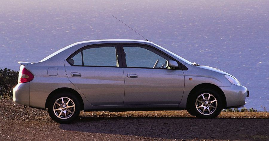 Pionierleistung in eher unscheinbarer Verpackung: Der Toyota Prius gilt als erstes Auto mit Hybridtechnik in Großserie.