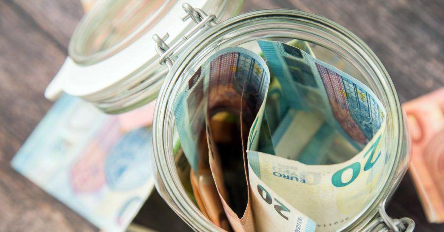 Häufige Geld-Tipps von Frauen für Frauen: finanziell unabhängig bleiben und sich nichts aufquatschen lassen.