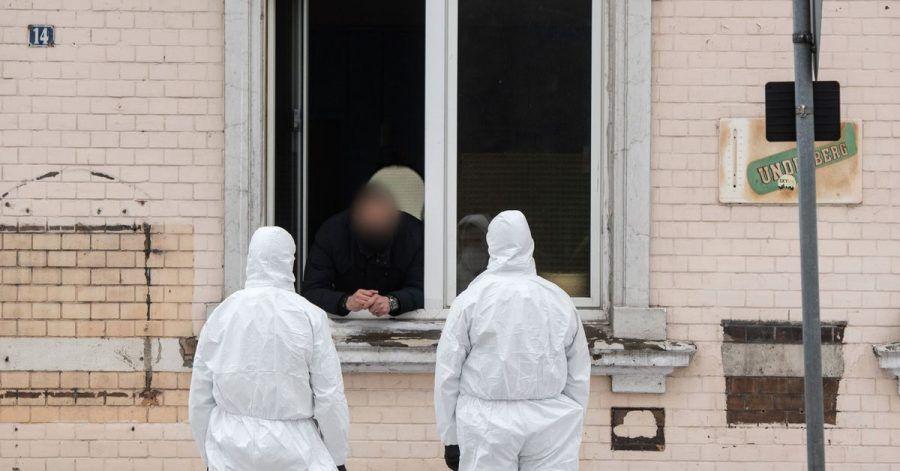 Die Furcht vor einer weiteren Ausbreitung der Coronavirus-Mutanten ist groß: In Hamm riegelte die Polizei nach einem bestätigtenFall mehrere Wohnhäuser ab.
