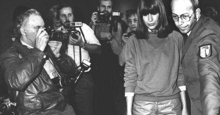 Am 6. März 1981 erschoss die Gastwirtin Marianne Bachmeier (1950-1996) in einem Lübecker Gerichtssaal den mutmaßlichen Mörder ihrer Tochter.