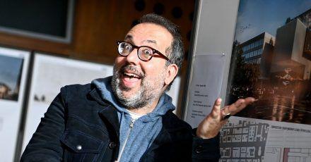 Barrie Kosky, Intendant der Komischen Oper in Berlin, schwört auf Hühnersuppe.