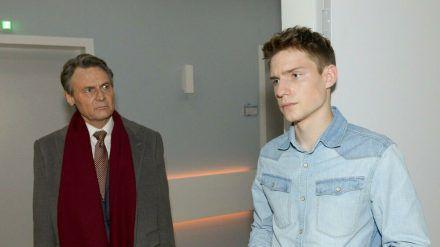 """""""GZSZ"""": Jo Gerner (l.) hat den Verdacht, dass Moritz ihm etwas verheimlicht. (cg/spot)"""