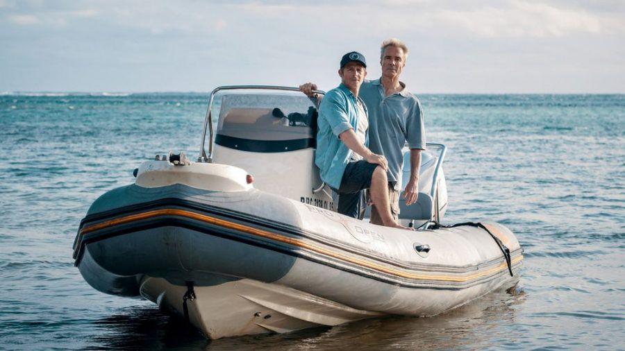 """Retter der Meere: Tödliche Strandung"": Umweltvisionär Reno Finnings (Hannes Jaenicke, l.) mit seinem Partner Pit Wagner (Daniel Roesner) (cg/spot)"
