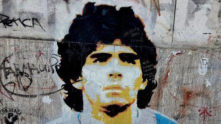 In seiner Heimat wird er wie eine Heiliger behandelt: Die Fußballikone Diego Armando Maradona kann man nun auf einer speziellen Tour entdecken. (kms/spot)