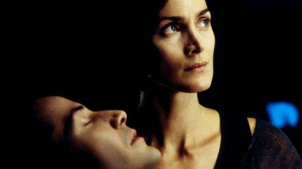 "Keanu Reeves und Carrie-Anne Moss in ""Matrix Reloaded"" (2003) (wue/spot)"