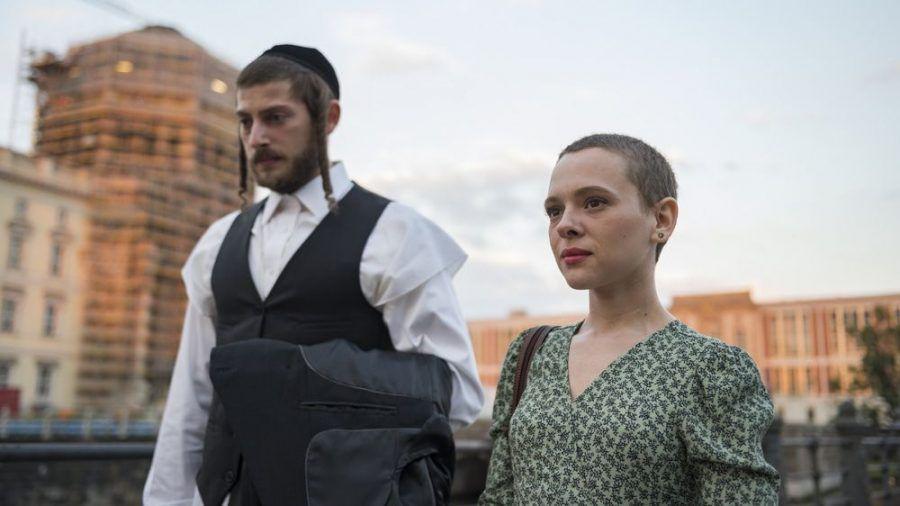 """""""Unorthodox""""-Star Shira Haas (r.) ist für einen Golden Globe nominiert. (stk/spot)"""