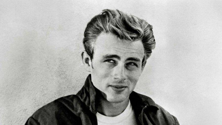 James Dean im Jahr 1955 kurz vor seinen Tod. (lsj/wag/stk/spot)