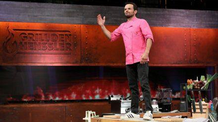 """Steffen Henssler in seiner Erfolgsshow """"Grill den Henssler"""". (obr/spot)"""