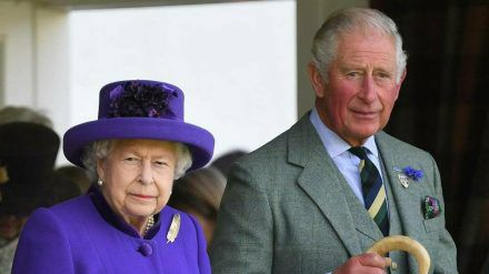 Queen Elizabeth II. und Prinz Charles trauern um einen Freund der Familie. (ili/spot)