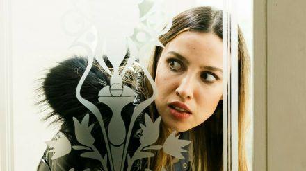"""""""Alles was zählt"""": Chiara hofft, dass Simone nichts von ihrem Kater bemerkt. (cg/spot)"""