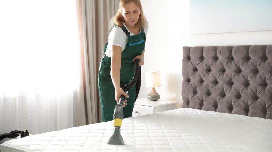 Eine verunreinigte Matratze kann ein Gesundheitsrisiko darstellen. (spot)