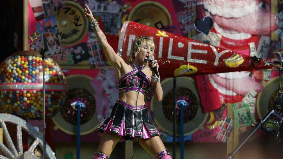 Miley Cyrus hat den Zuschauern vor dem Super Bowl LV eingeheizt. (cos/spot)