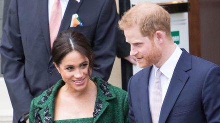 Herzogin Meghan begleitet Prinz Harry angeblich nicht nach Großbritannien. (ili/spot)