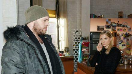 """""""GZSZ"""": Erik erfährt von Sunny, dass Toni von seinem One Night Stand weiß. (cg/spot)"""