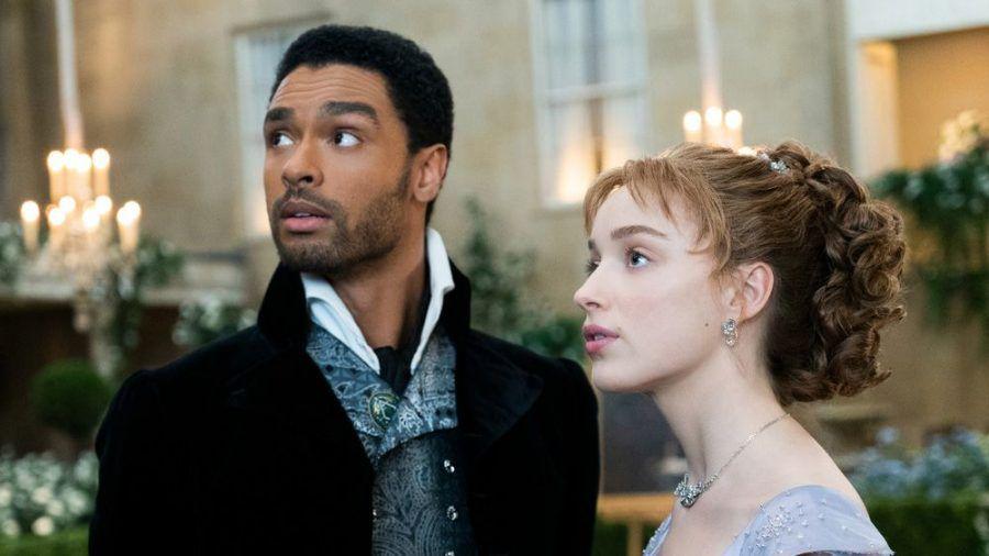 """Regé-Jean Page und Phoebe Dynevor sind die Stars der ersten Staffel von """"Bridgerton"""". (stk/spot)"""