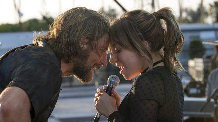 """Die Chemie stimmt: Bradley Cooper und Lady Gaga in """"A Star Is Born"""" (cam/stk/spot)"""