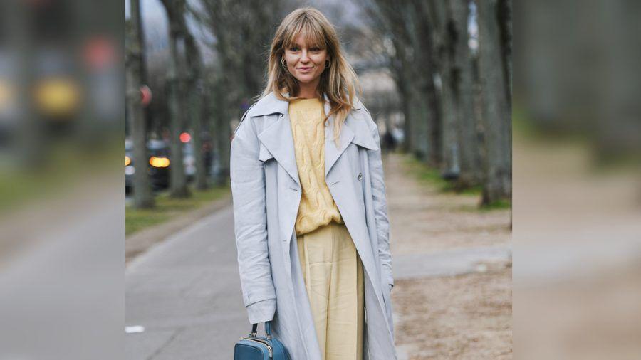 Fashionista Jeanette Madsen kombiniert Vanille mit Babyblau. (cos/spot)