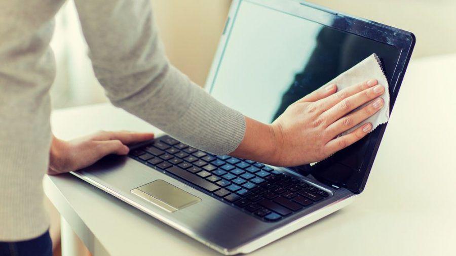 Nutzer sollten Laptops in regelmäßigen Abständen reinigen. (wue/spot)