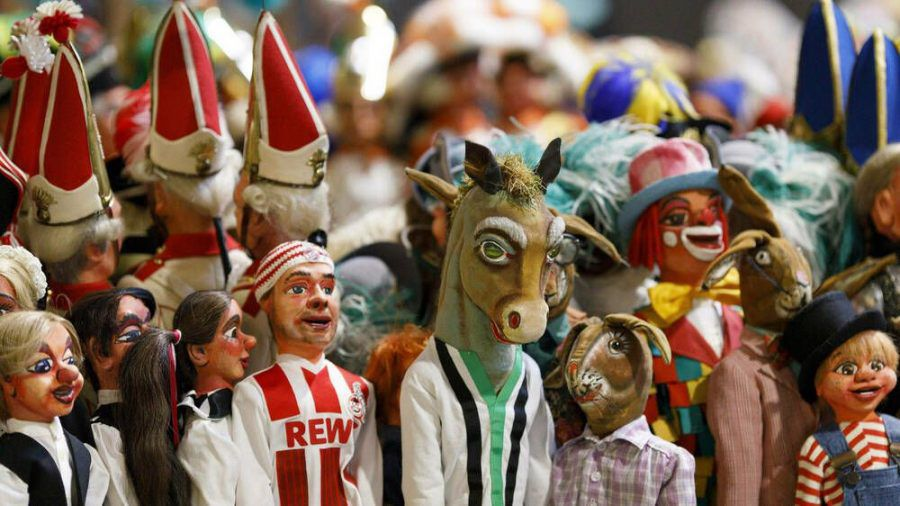Wegen der Pandemie gibt es 2021 nur eine Puppen-Version des Rosenmontagszuges in Köln (wue/spot)