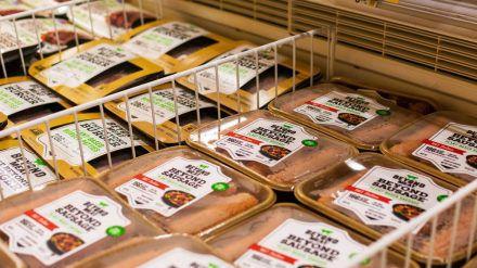 Wer seinen Fleischkonsum reduzieren will, findet im Handel inzwischen zahlreiche pflanzliche Alternativen. (ncz/spot)