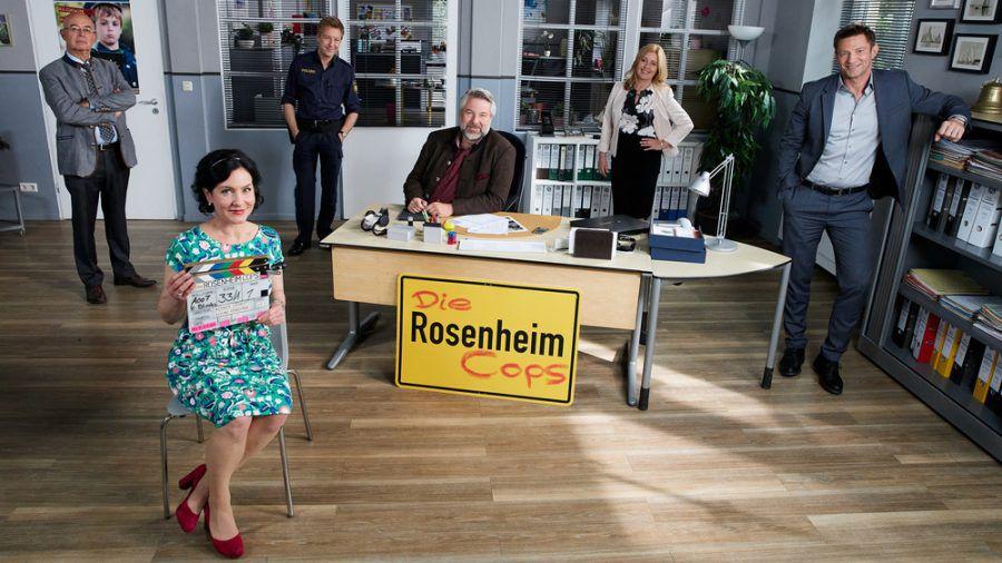 """Die Rosenheim-Cops"" (v.l.): Gert Achtziger (Alexander Duda), Miriam Stockl (Marisa Burger), Michi Mohr (Max Müller), Anton Stadler (Dieter Fischer), Marie Hofer (Karin Thaler) und Sven Hansen (Igor Jeftic) (ili/spot)"