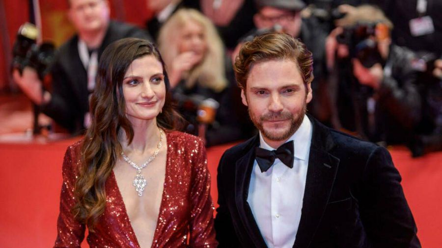 Daniel Brühl mit Ehefrau Felicitas Rombold bei der Berlinale 2020. (ncz/spot)