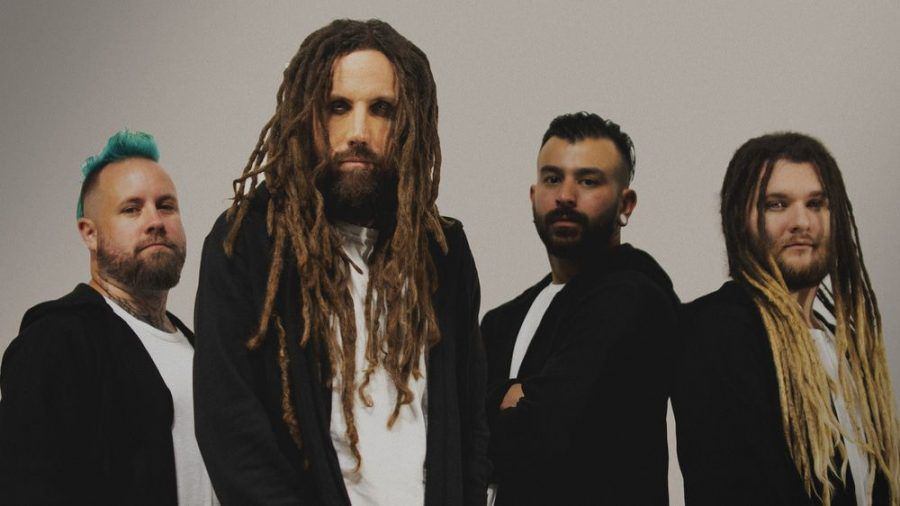 """Brian """"Head"""" Welch (vorne) und seine Band Love and Death waren fleißig während der Corona-Pandemie. Das Ergebnis: das neue Album """"Perfectly Preserved"""". (tae/spot)"""