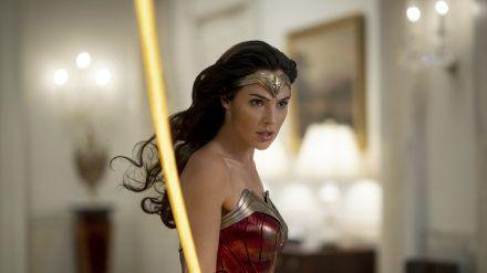 """Gal Gadot als Superheldin in """"Wonder Woman 1984"""" - vorerst nicht im Kino, sondern auf Sky Ticket (stk/spot)"""