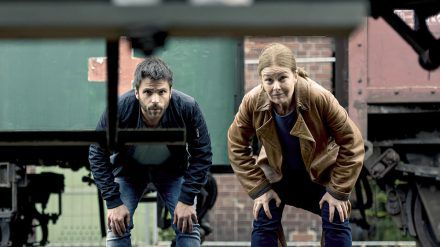 """""""Die Füchsin: Treibjagd"""": Anne Marie Fuchs (Lina Wendel) und Youssef el Kilali (Carim Chérif) suchen nach einem Entführungsopfer. (cg/spot)"""