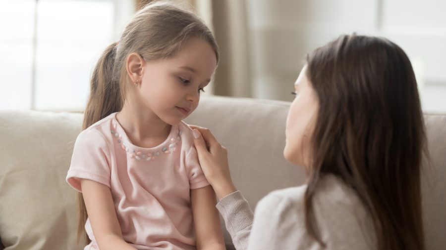 Eltern sollten im Lockdown regelmäßig das Gespräch mit ihren Kindern suchen (eee/spot)
