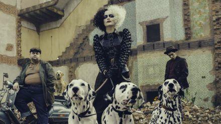 Emma Stone als Schurkin Cruella de Vil (eee/spot)