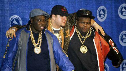 Mark Anthony Morales alias Prince Markie Dee (Mitte) und seine Bandkollegen von The Fat Boys. (stk/spot)