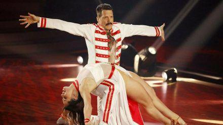 """Oliver Pocher alias Freddie Mercury bei """"Let's Dance"""". (eee/spot)"""